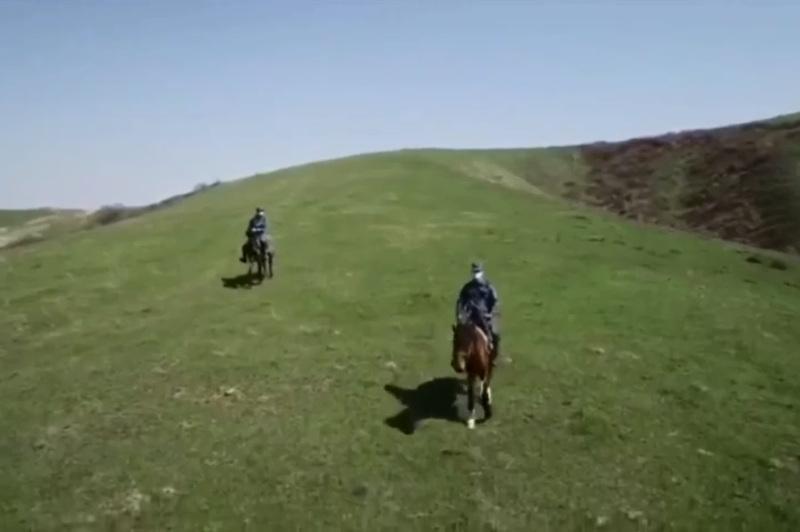 В Алматы квадрокоптеры и конный патруль помогают выявляют перебежчиков на блокпостах