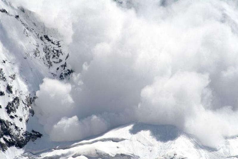 紧急情况部门在阿拉木图山区发布山洪和雪崩预警