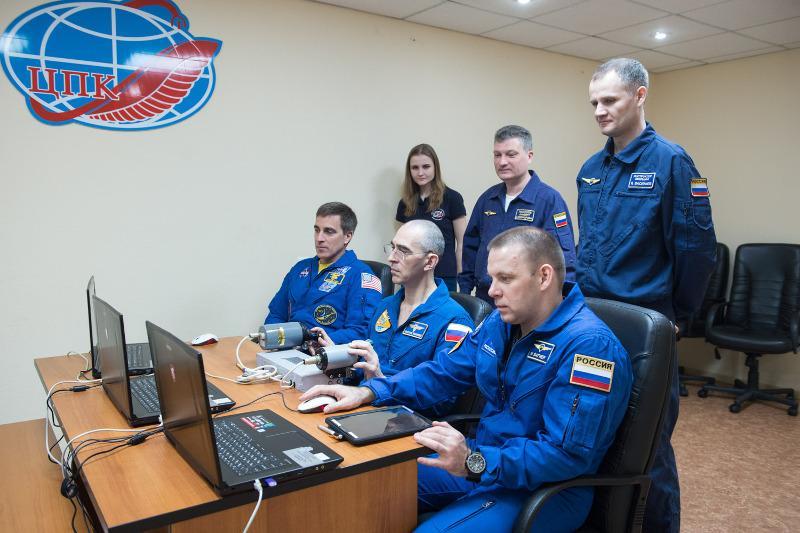 На Байконуре идет заключительный этап подготовки к полету в космос экипажа МКС-63