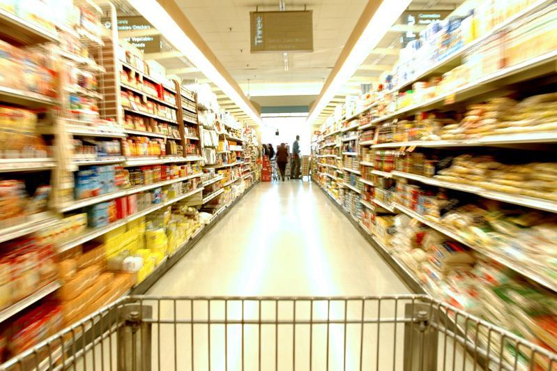 Украинцы больше не сметают товары с полок: на какие продукты упал ажиотаж