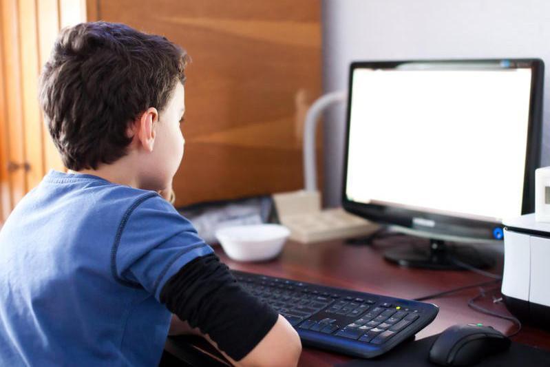 Жамбылда 12 мыңға жуық отбасындағы балалар компьютермен қамтылды