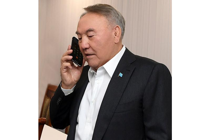 Nazarbayev holds telephone conversations with regional governors