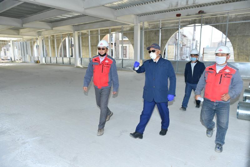 Умирзак Шукеев проверил соблюдение мер предосторожности на строительных объектах