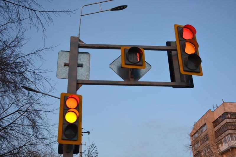 Кнопки вызова зеленого сигнала светофора отключили на период ЧП в Караганде