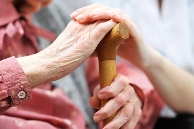 Атырауские предприниматели поддерживают одиноких пенсионеров