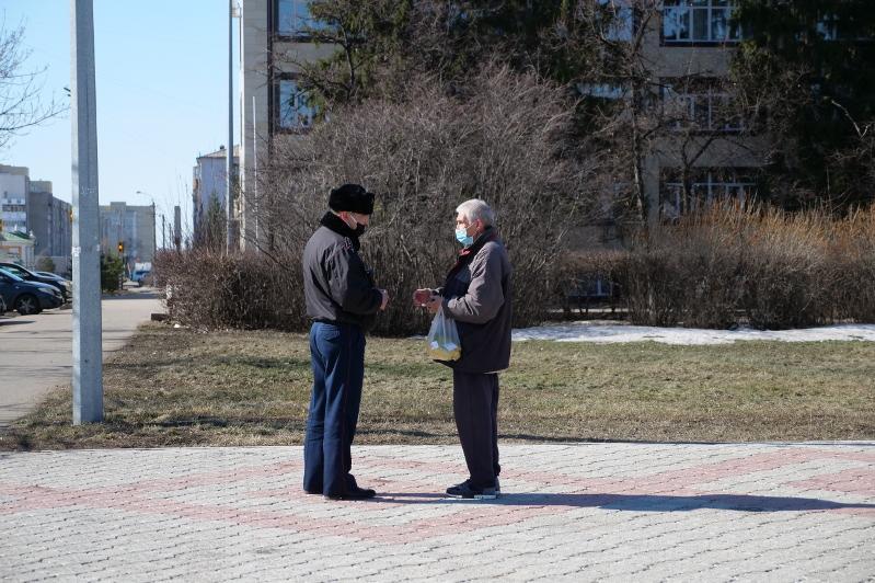 Гуляют в парке и ищут работу: как жители Петропавловска нарушают режим карантина
