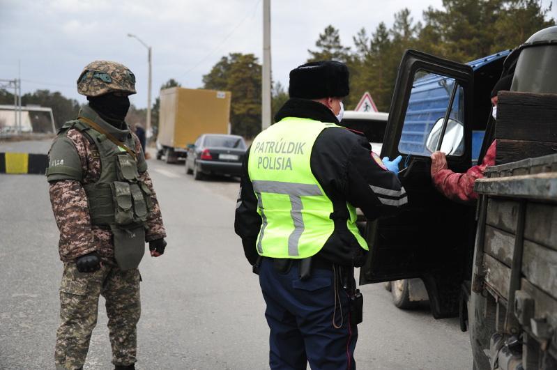 В три смены несут дежурство военнослужащие на блокпостах Семея и Усть-Каменогорска