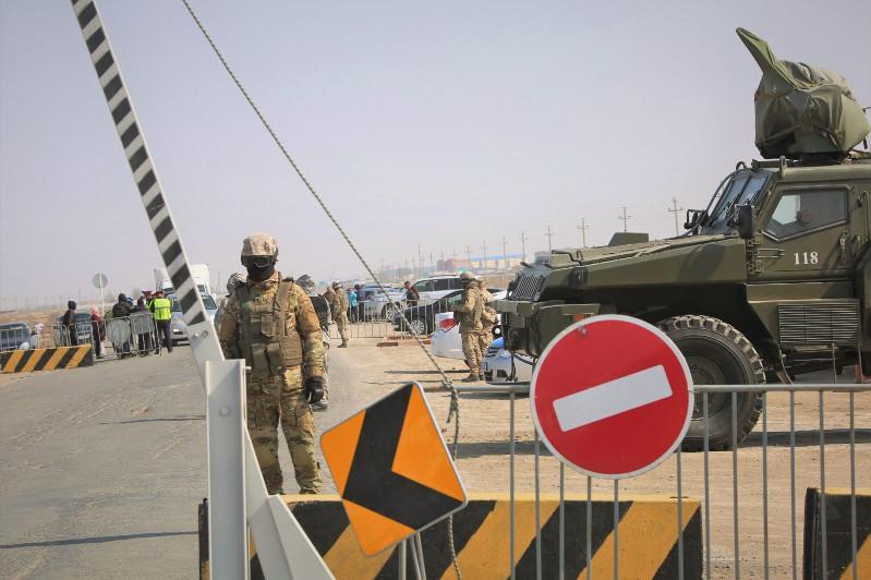 Атыраудағы блокпосттар брондалған техникамен күшейтілді