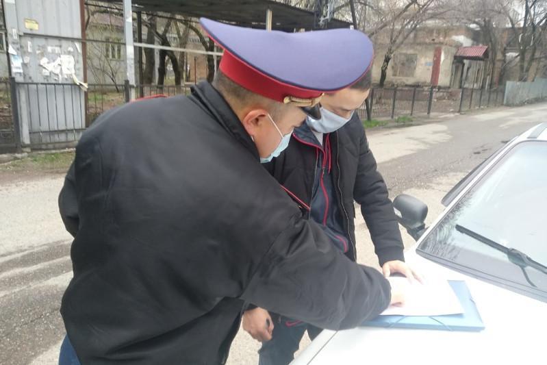 Almatyda polıtsııa kóshede sebepsiz júrgen 11 adamdy jaýapqa tartty