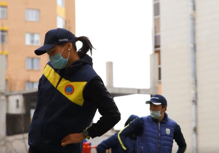 Спорт на балконах: Известные спортсмены провели зарядку с жителями столицы