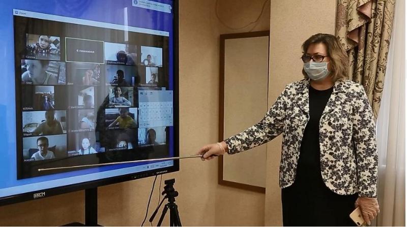 Социально уязвимых школьников в столице обеспечили компьютерами и безлимитным интернетом