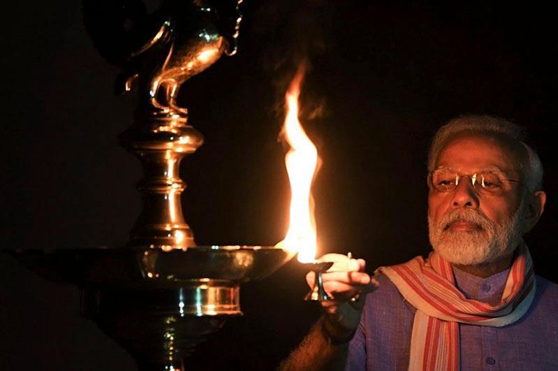 Жители Индии зажгли миллионы свечей в знак единства страны в борьбе с коронавирусом