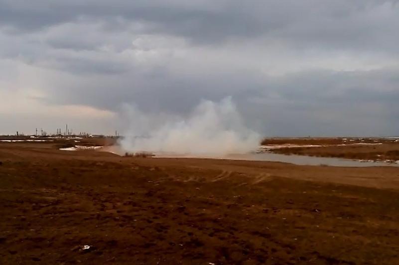 Лед взрывают на реках Костанайской области