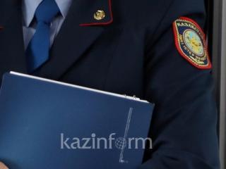 Almatyda kólik astyna ádeıi túspek bolǵan er adam ustaldy
