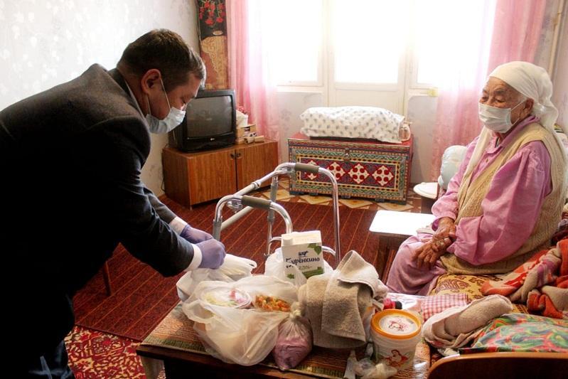 В районах Атырауской области бизнесмены помогают нуждающимся