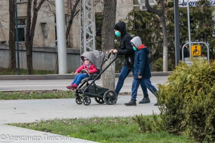 Носить ли маску на улице, рассказала главный санврач Алматы