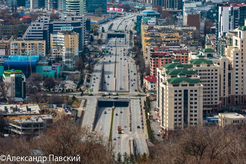 Количество автомобилей на дорогах Алматы уменьшилось почти в пять раз