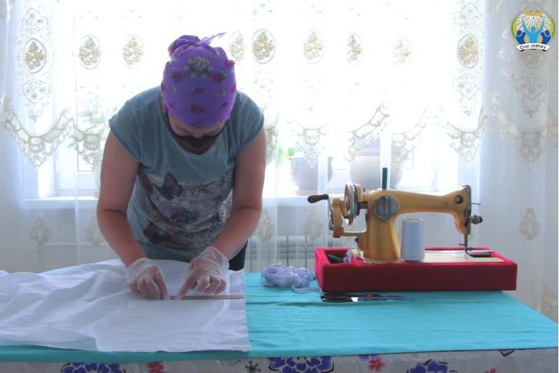 Оралда 80-нен астам волонтер 15 мың маска тігіп, тегін таратпақшы