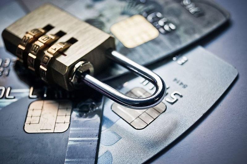 Более 320 тысяч арестов отозвано с банковских счетов физических лиц