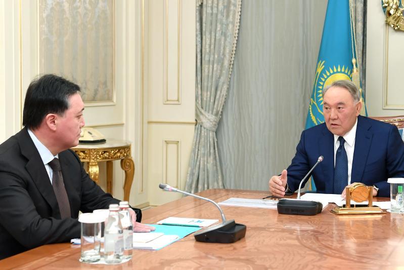 首任总统接见政府总理马明