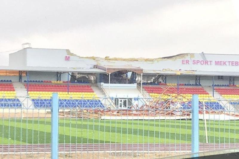 Ветром снесло крышу реконструированного стадиона в Атырауской области