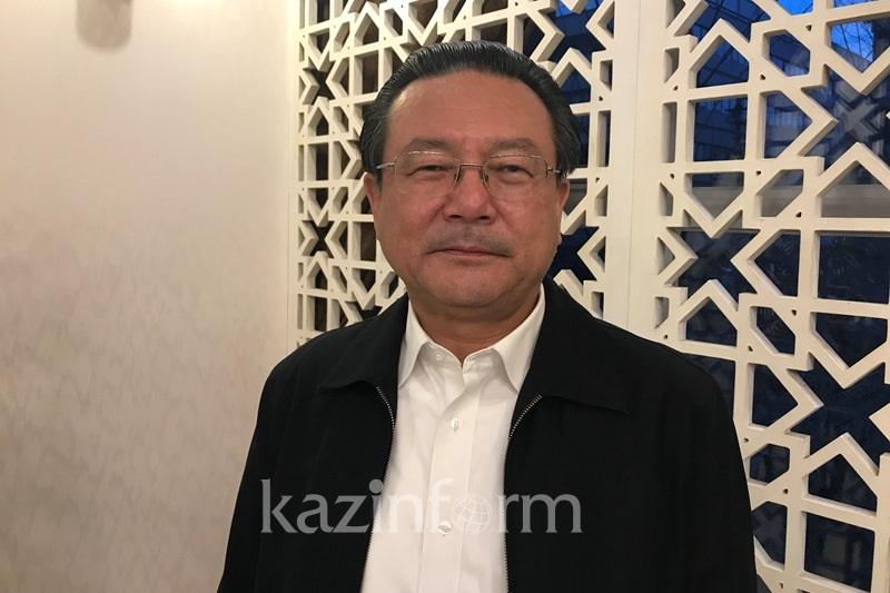 艾克拜尔·米吉提:中国向哈萨克斯坦捐赠的物资印有阿拜诗词