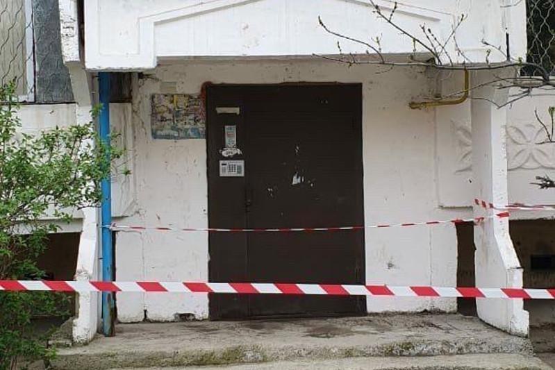 Изоляция подъезда в Таразе: жильцам на две недели запретили покидать квартиры