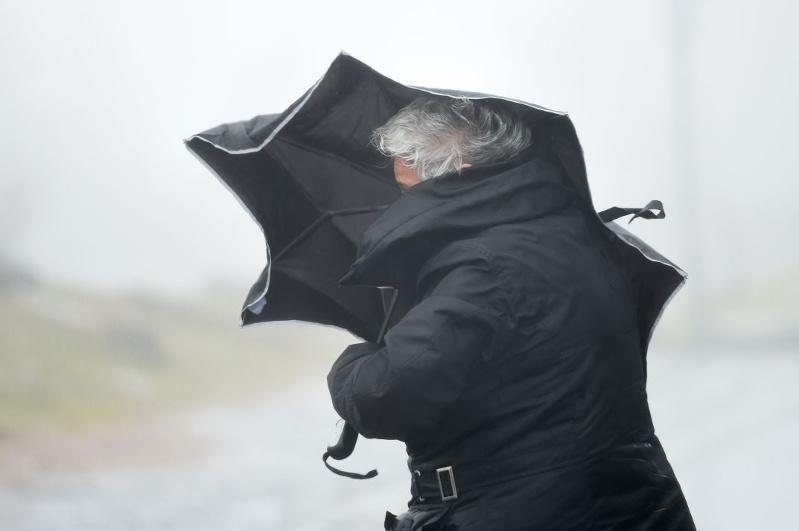 Hurricane winds damage buildings, kill man in Akmola region