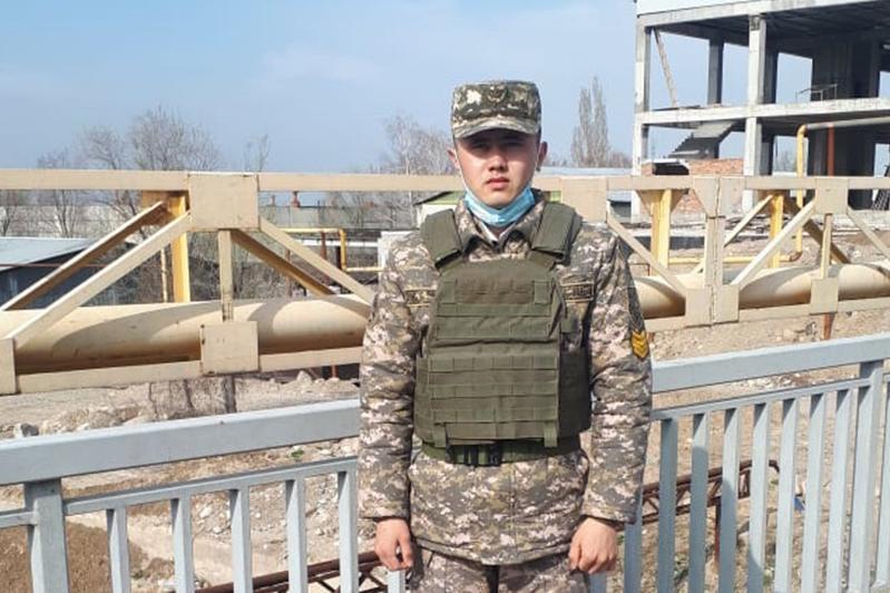 Алматыда әскери институт курсанты көпірден секірмек болған бойжеткенді құтқарды