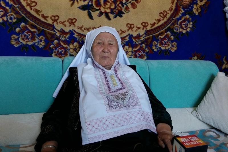 Алтайдағы әже халық жырын насихаттап жүр - Шетелдегі қазақ тілді БАҚ-қа шолу