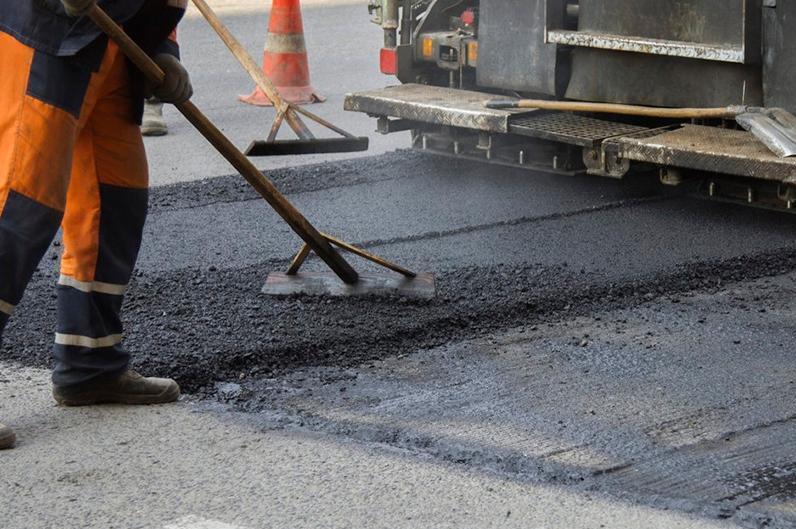 В Казахстане начали ремонтировать автотрассы после зимнего периода