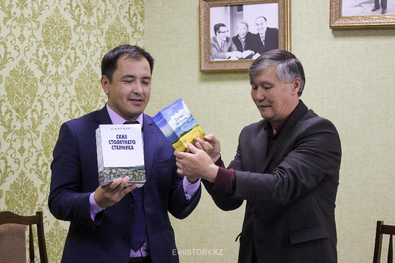 «История столетия»: Уникальный автор из Казахстана  издал свою книгу в Лондоне