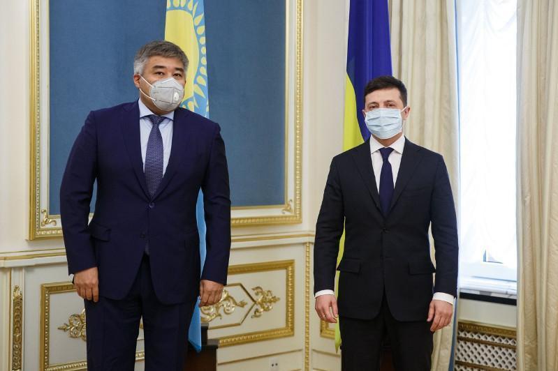 哈萨克斯坦大使向乌克兰总统递交国书
