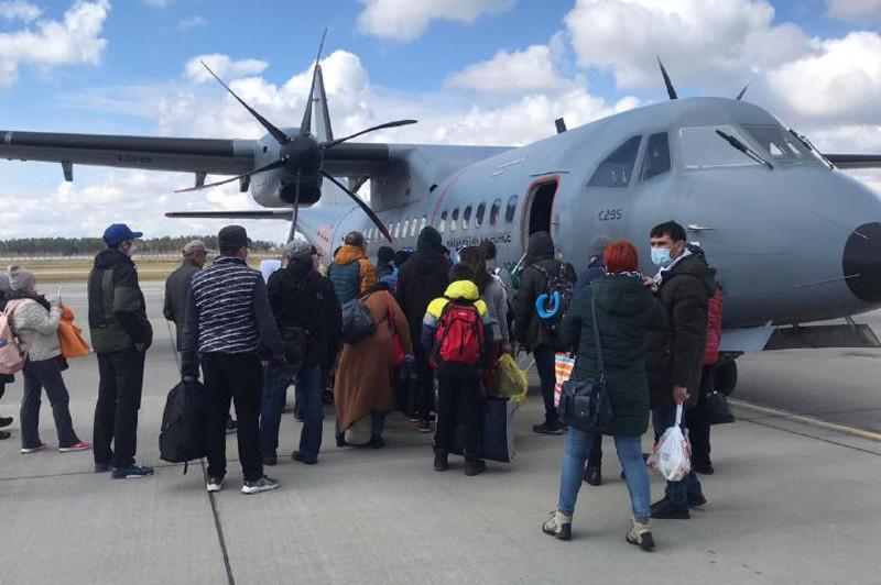 40 казахстанцев вернулись из Минска на родину