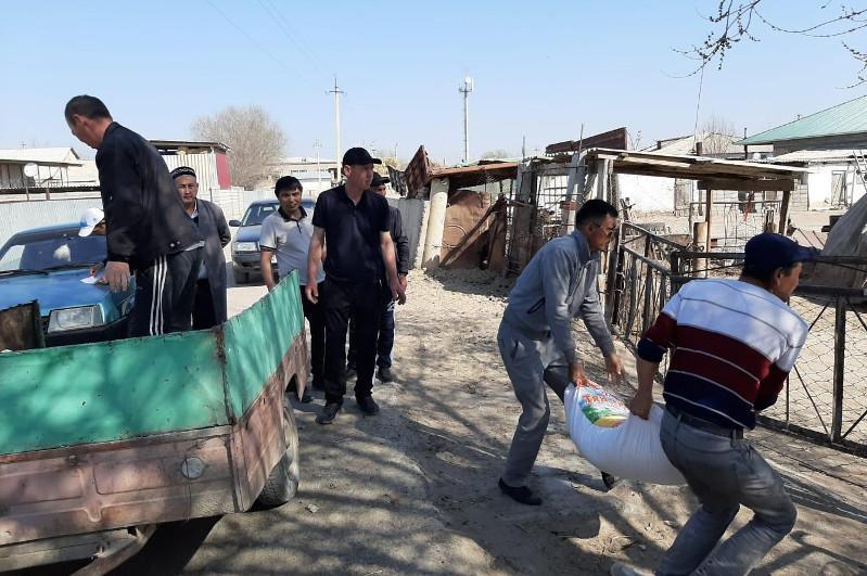 Окончившие 20 лет назад школу выпускники помогли нуждающимся  в Туркестанской области
