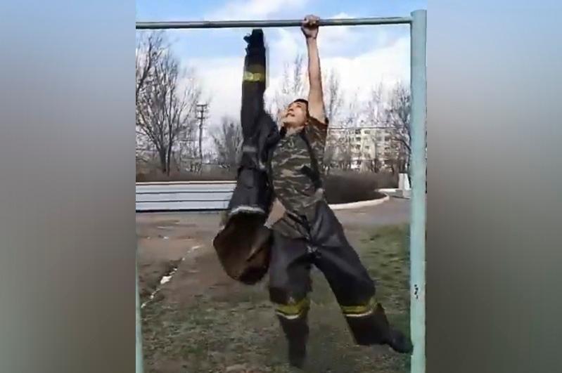 Турниктен жерге түспей киін: Өрт сөндірушілер ерекше челлендж бастады