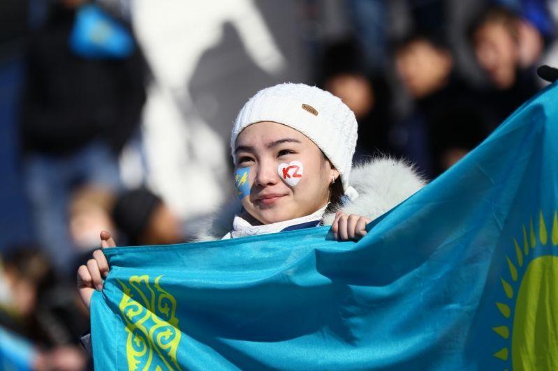 How many ethnic Kazakhs reside abroad