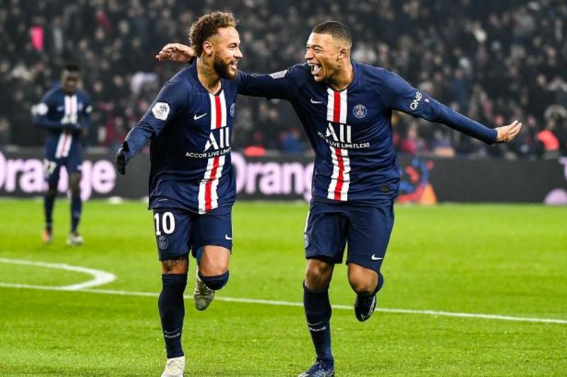 法国足球联赛提前结束 巴黎圣日耳曼获得冠军