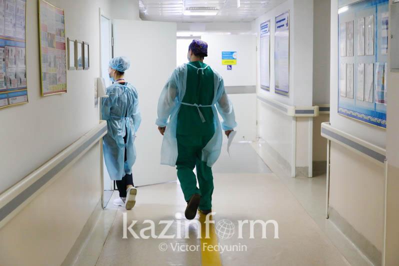 Уйти из больницы пытались больные коронавирусом в Уральске