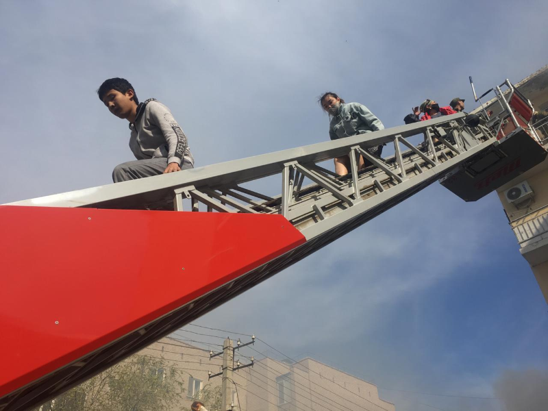 Пожар в жилом доме в Атырау: эвакуировано 18 человек