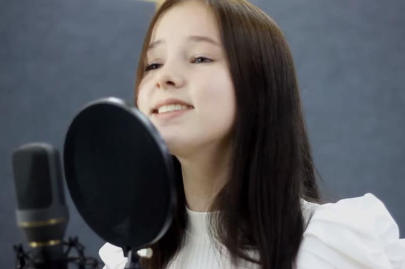 丹妮莉亚演唱歌曲《五月》致敬反法西斯英烈