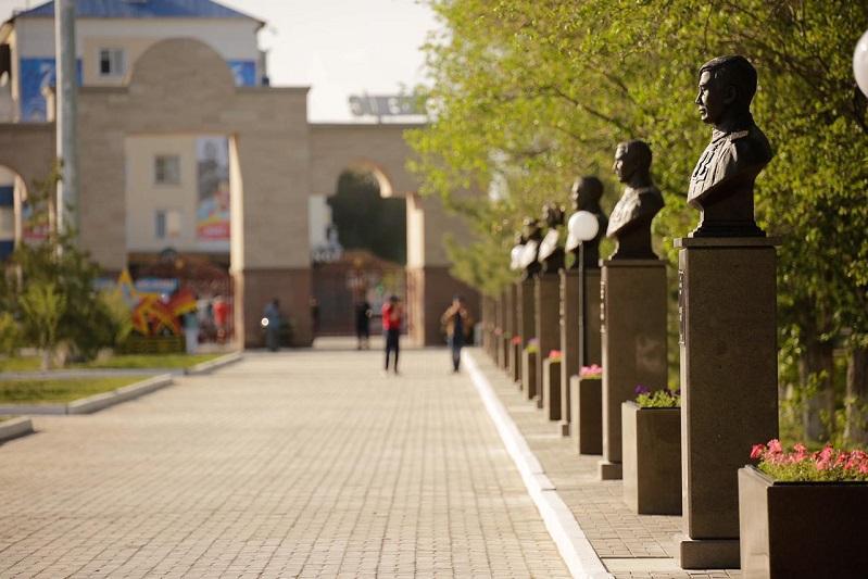 Аллея памяти открылась в Атырау в день 75-летия Победы