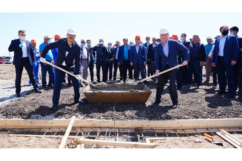 Қазақстан мен Өзбекстан премьерлері Мырзакенттегі шағын ауданның құрылысын бастап берді