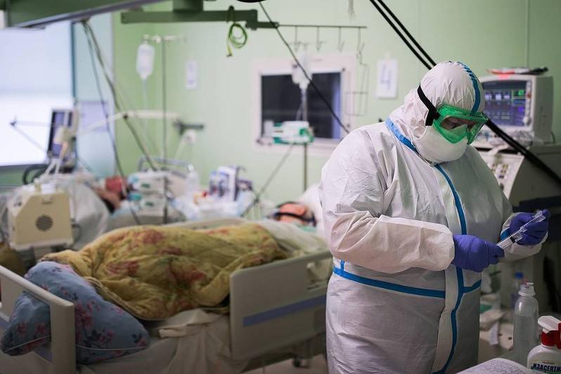 俄罗斯单日新增10028例新冠确诊病例