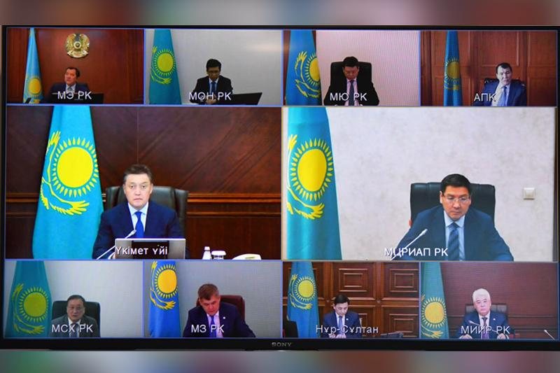 PM Mamin holds meeting on digitalization