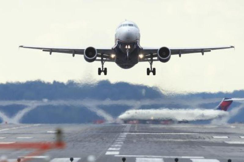 搭载156名哈萨克斯坦公民的疏散航班飞抵巴甫洛达尔机场