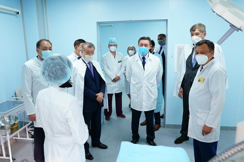 Аскар Мамин ознакомился в ВКО с научным проектом в области лечения коронавируса
