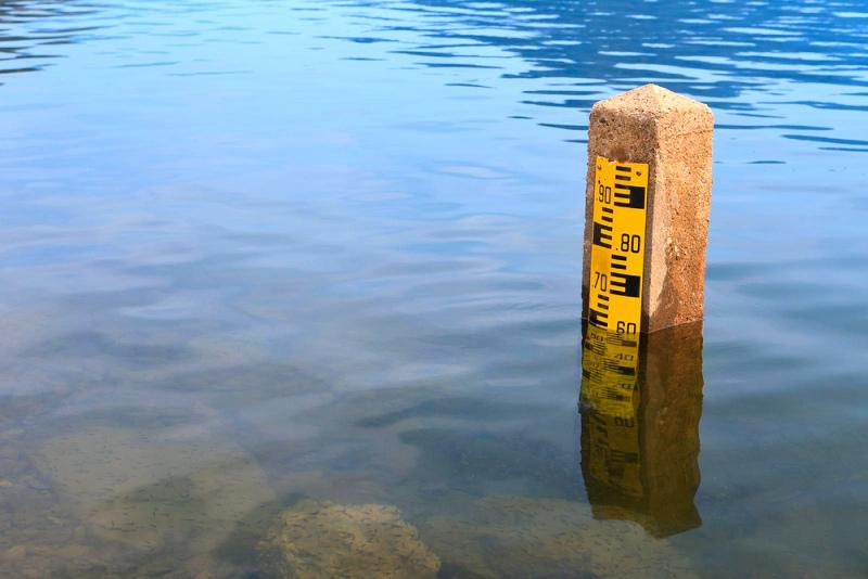 Подъем уровня воды в реках, гроза, град и ветер: штормовое предупреждение в девяти регионах РК
