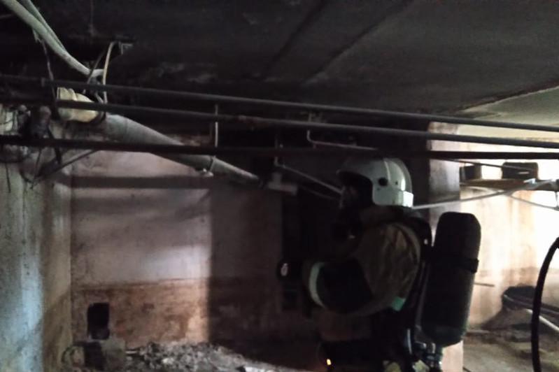 В многоэтажке Кокшетау загорелся подвал: эвакуированы свыше 20 человек
