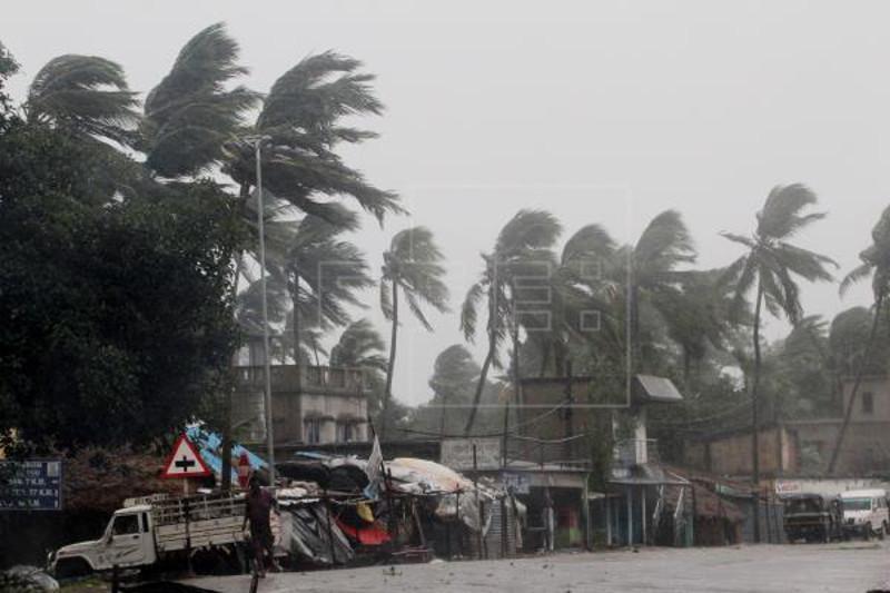 13 dead as super cyclone batters India, Bangladesh